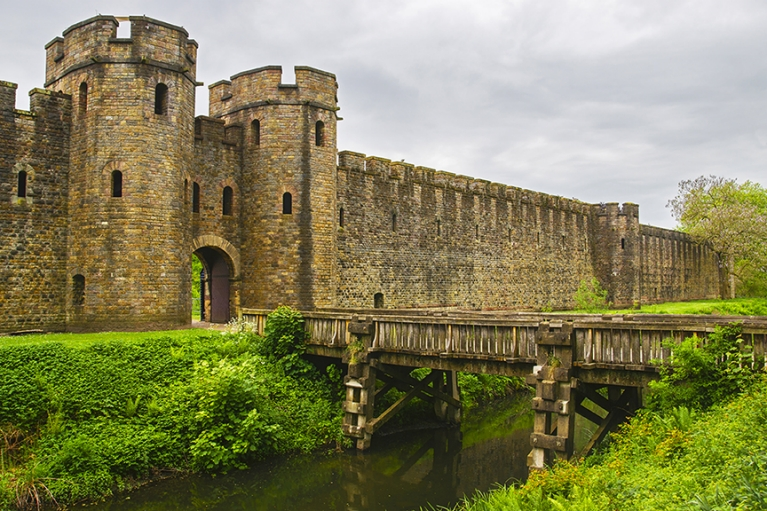 cardiff_castle_uk_britain_wales_sm