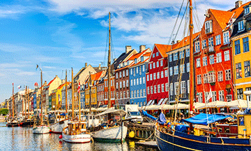 denmark-copenhagen-nyhavn-colorful-houses-in-summer