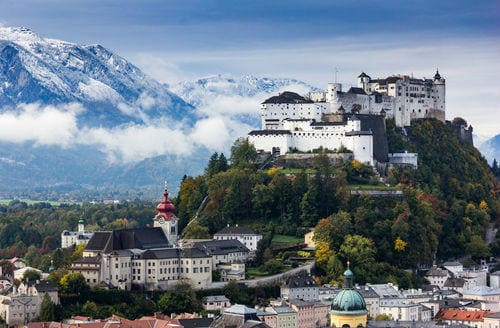 _beautiful_view_of_salzburg_skyline_with_festung_hohensalzburg_and_salzach_river_in_summer_salzburg_salzburger_land_austria