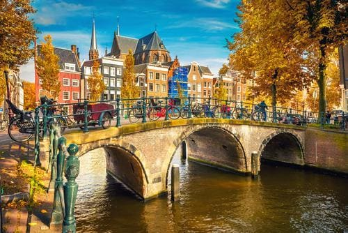 fall_destinations_in_europe_amsterdam_in_fall