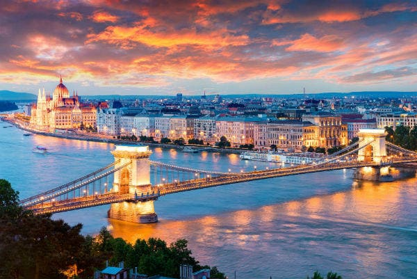 Romantic routes | Evening view of the parliament building and the Chain bridge in Budapest, Hungary
