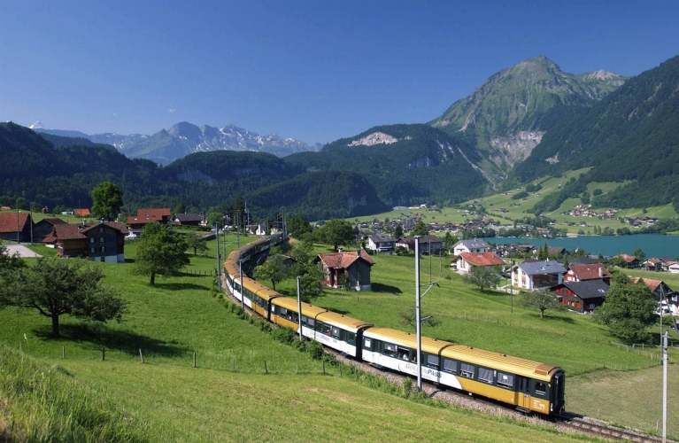 Golden Pass trein in dal